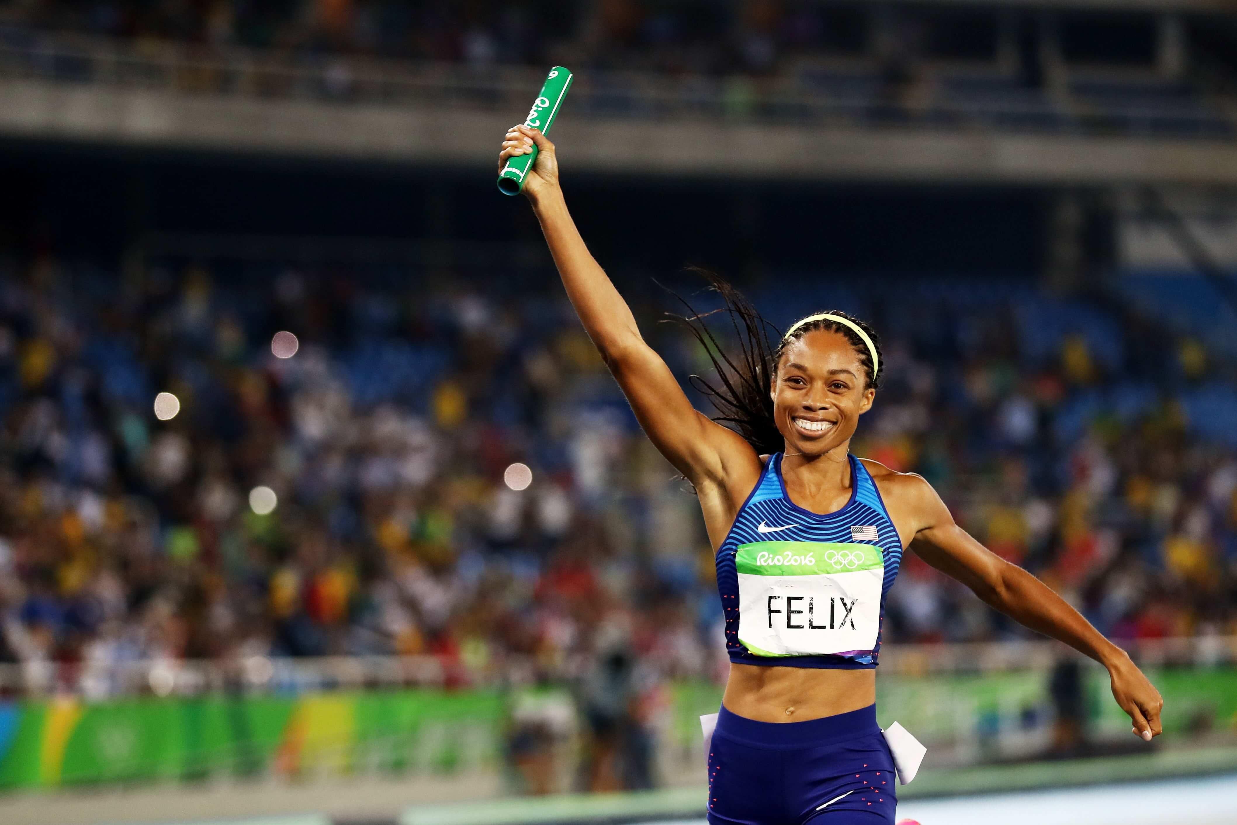 Allyson Felix corriendo en las pruebas olímpicas