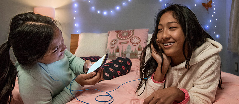Best Cellphone Plans for Kids and Teens