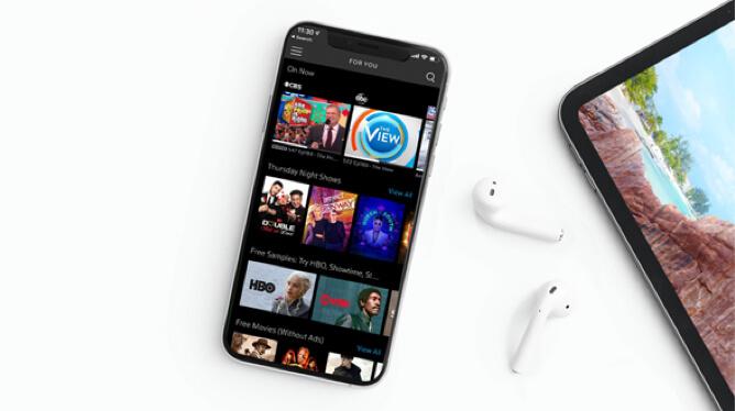teléfono y tableta con auriculares